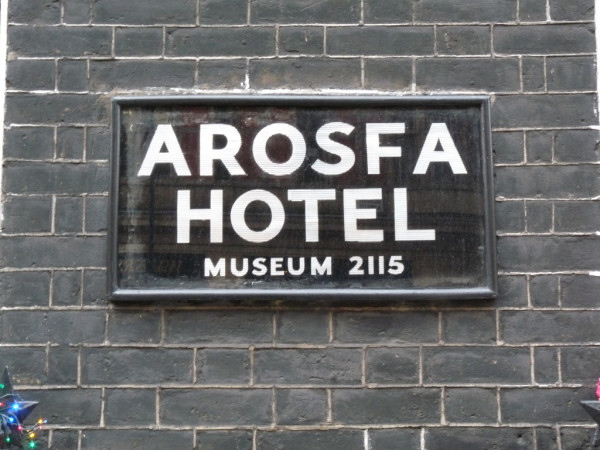 Arosfa Hotel sign board GanMed64/Flickr