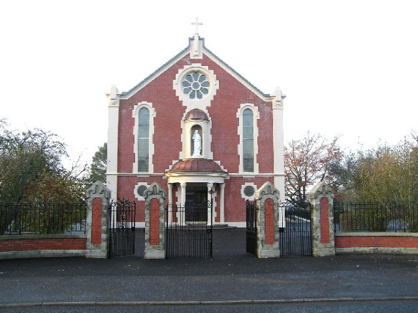 Sacred Heart Church Strabane en.wikipedia.org