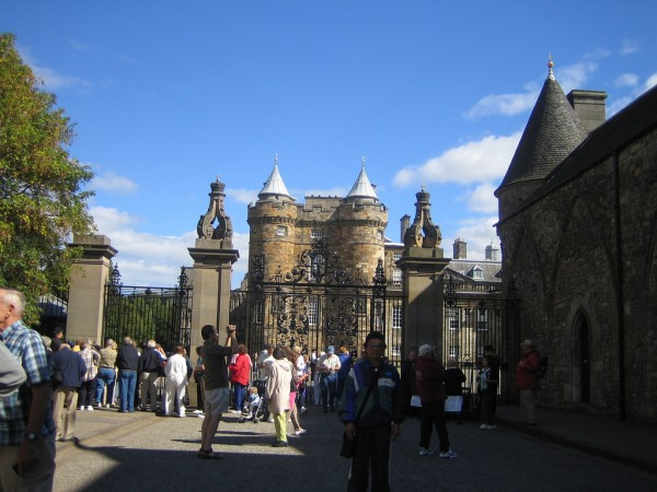 Holyrood Palace lyng883/Flickr