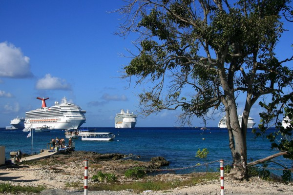 Port of the Grand Cayman gailf548/Flickr