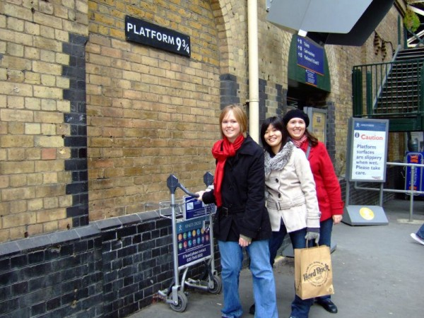 Platform 9 ¾ Little Red Shoes/Flickr